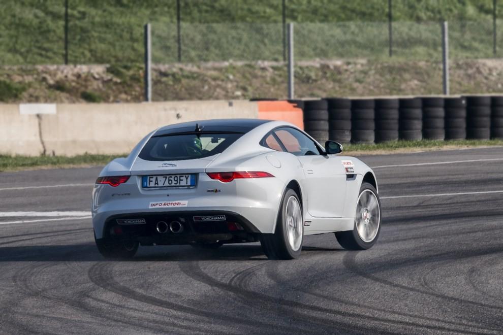 Jaguar F-Type S 3.0 AWD provata in pista con Tommy Maino - Foto 3 di 7