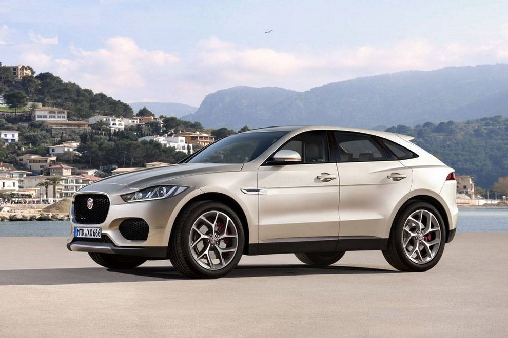 Jaguar E-Pace, benzina e gasolio ma non solo - Foto 1 di 2