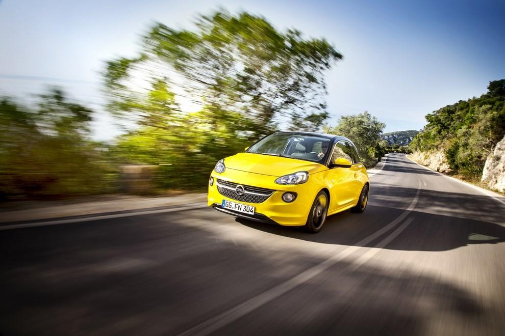 Opel Adam con IntelliLink R4.0 e l'innovativo Opel On-Star - Foto 5 di 14