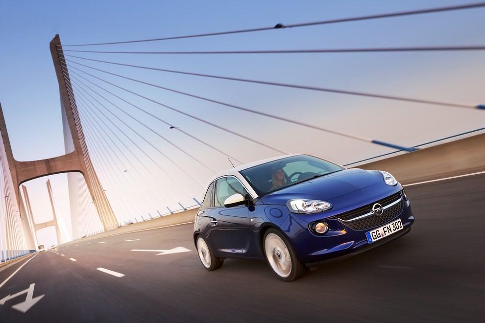 Opel Adam con IntelliLink R4.0 e l'innovativo Opel On-Star - Foto 6 di 14