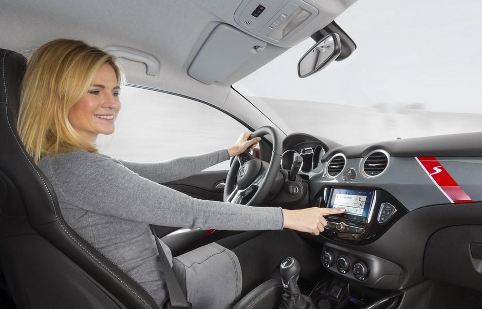 Opel Adam con IntelliLink R4.0 e l'innovativo Opel On-Star - Foto 9 di 14
