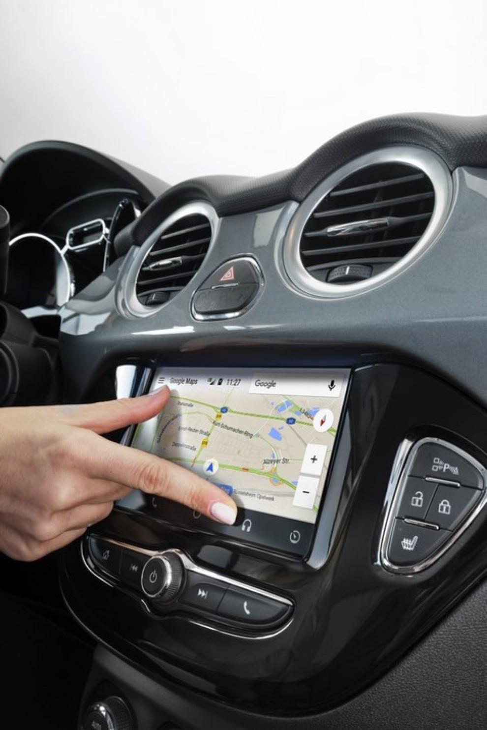 Opel Adam con IntelliLink R4.0 e l'innovativo Opel On-Star - Foto 10 di 14