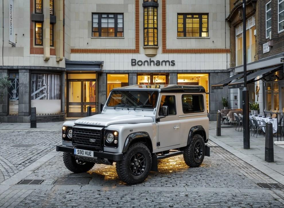 Land Rover Defender, asta record per il numero 2.000.000 - Foto 1 di 9