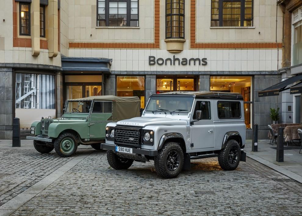 Land Rover Defender, asta record per il numero 2.000.000 - Foto 3 di 9