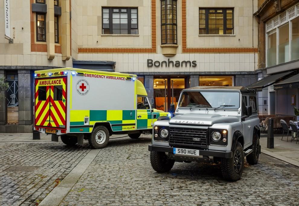 Land Rover Defender, asta record per il numero 2.000.000 - Foto 5 di 9