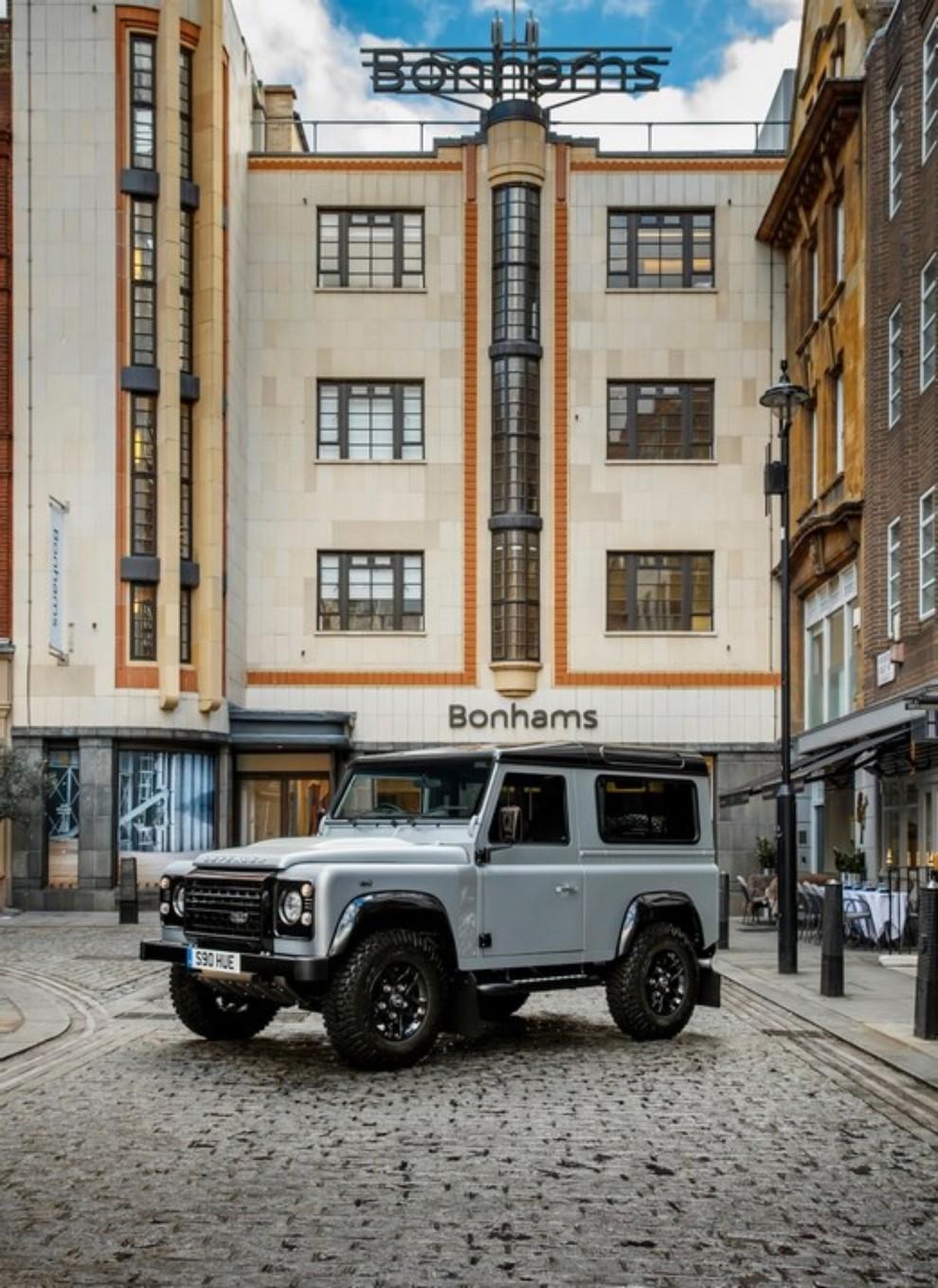 Land Rover Defender, asta record per il numero 2.000.000 - Foto 8 di 9