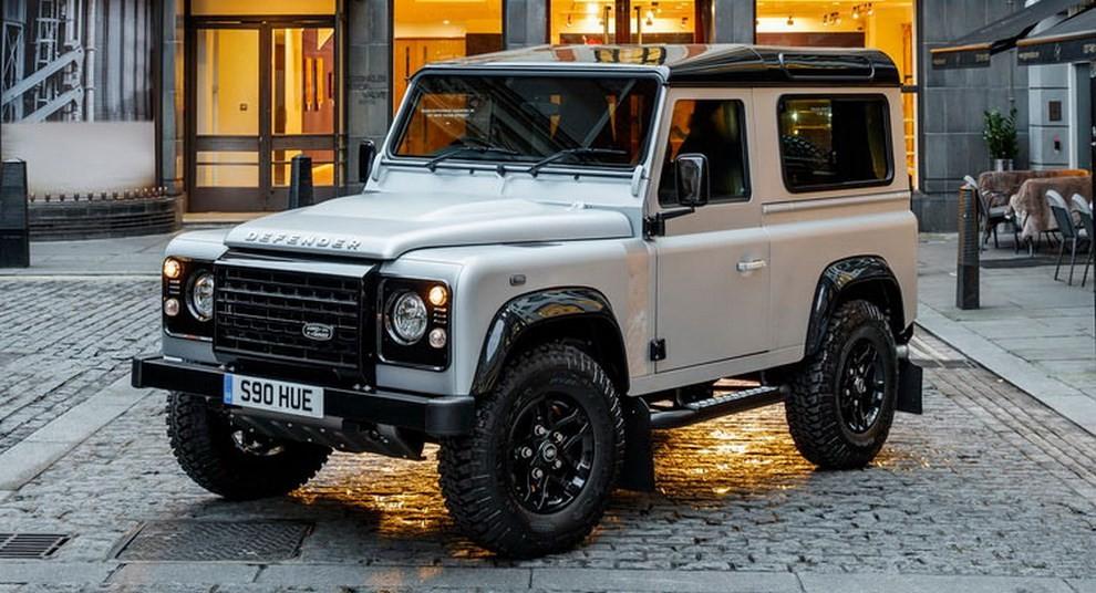 Land Rover Defender, asta record per il numero 2.000.000 - Foto 9 di 9