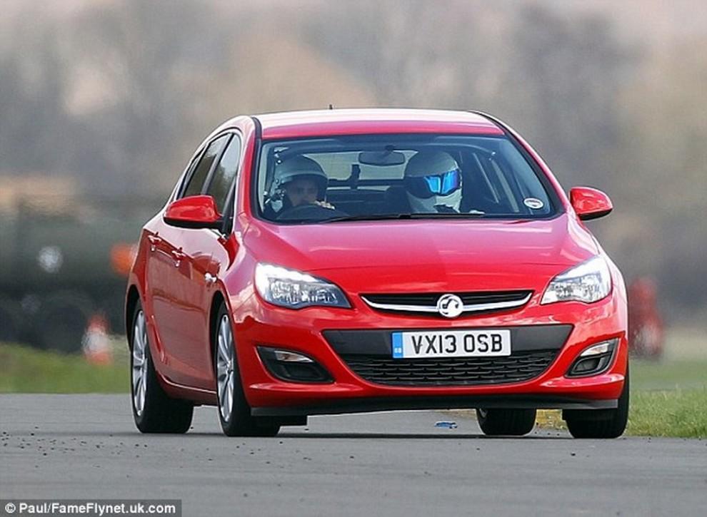 Top Gear mette all'asta la Opel Astra utilizzata dai VIP - Foto 1 di 5