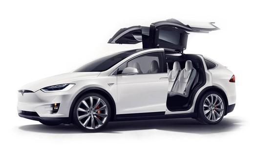 Il nuovo Tesla Model X sarà equipaggiato con pneumatici Pirelli Scorpion Zero Asimmetrico