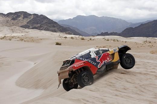 Dakar, tregua all'inferno. Peterhansel e Peugeot consolidano il vantaggio